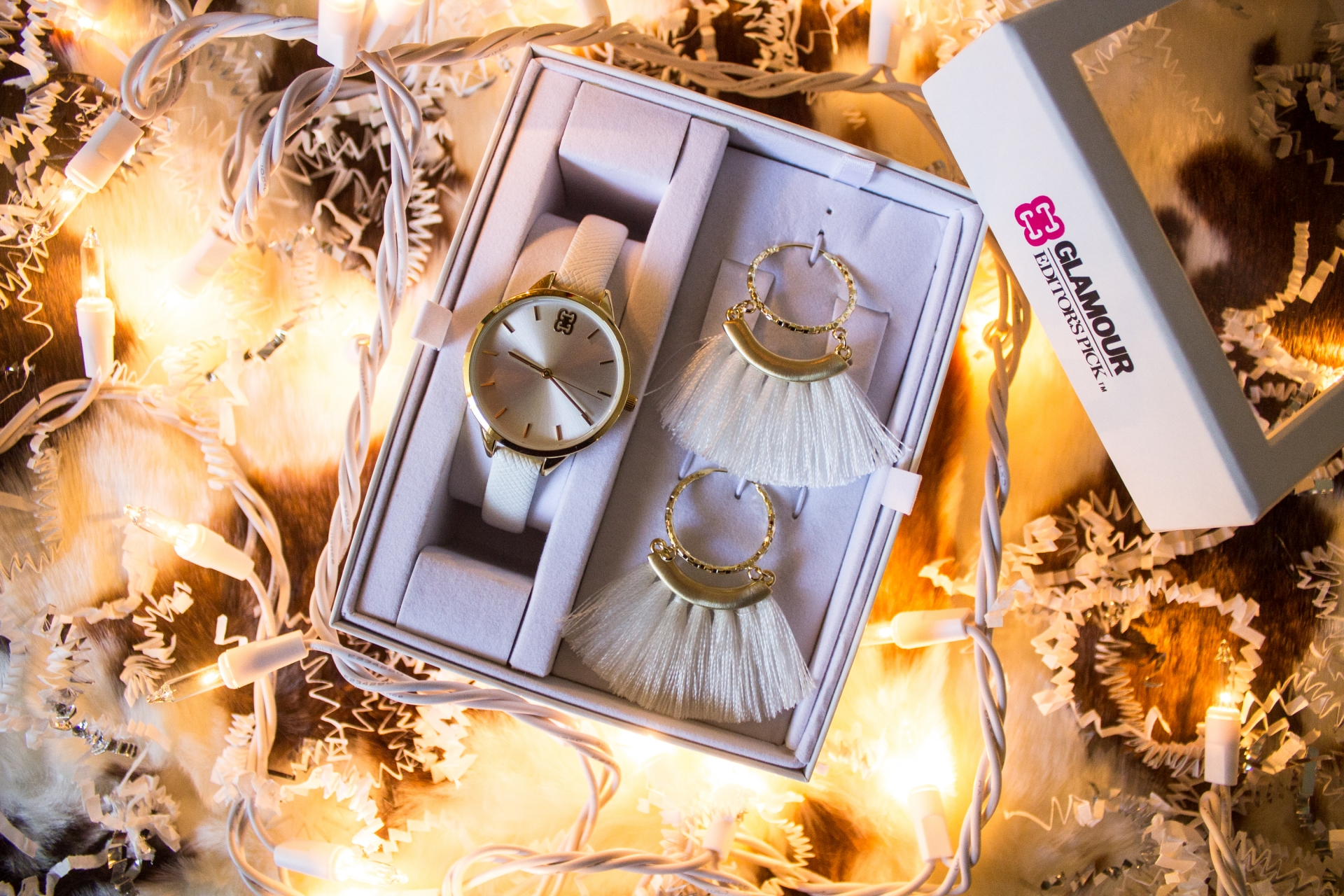 Glamour-Accessories-Glamour-Editors-Pick-Jewelry-Gift-Sets-Olivia-White-And-Gold