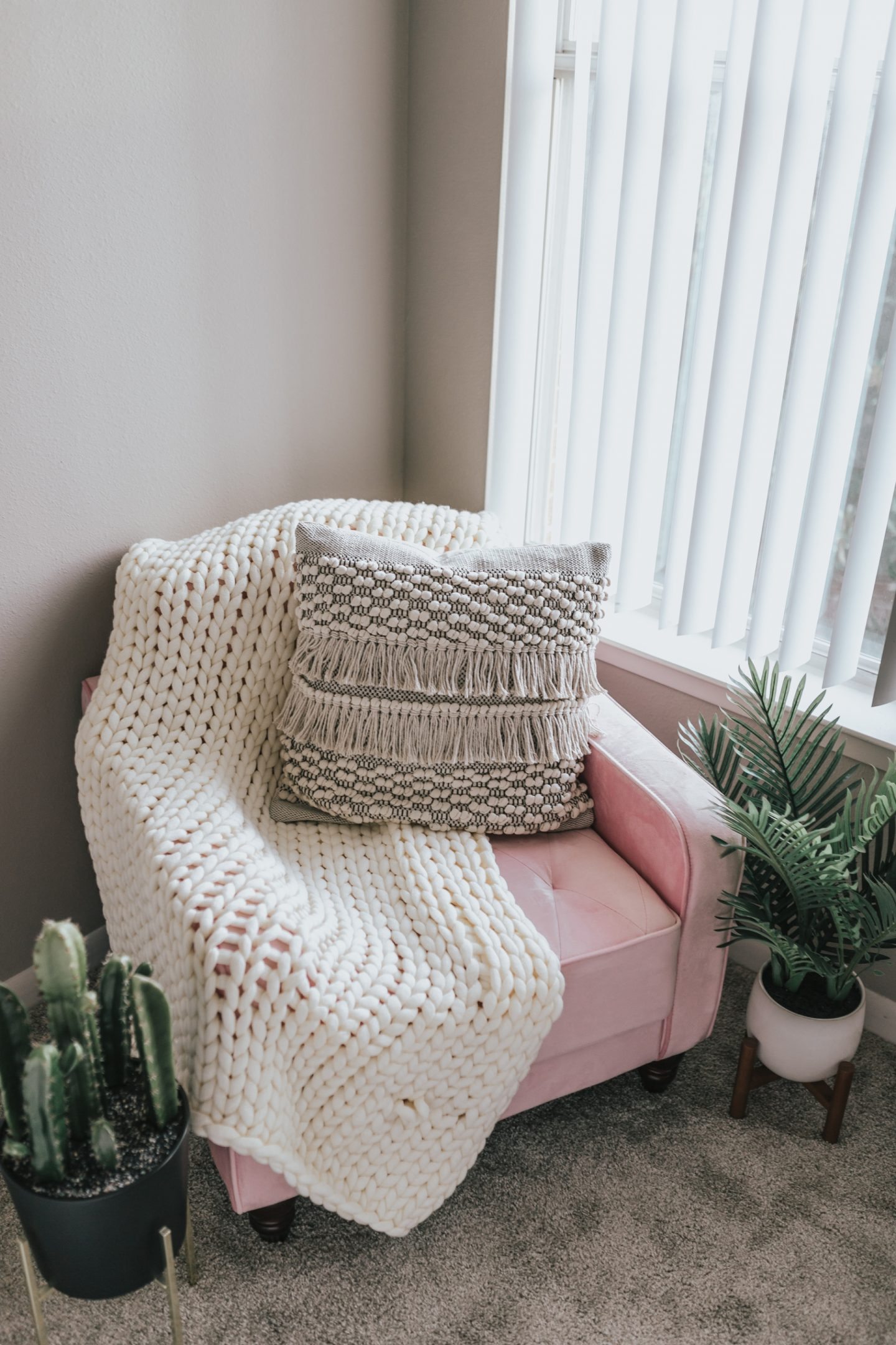 Under $200 Vintage Tufted Velvet Pink Accent Chair